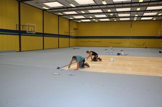 Die Sporthalle in Rheinbischofsheim bekommt einen neuen Boden.