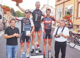 """Marcel Fischer (rechts) von den """"Racing Students"""" belegte beim Rennen in Mutterstadt den dritten Platz."""