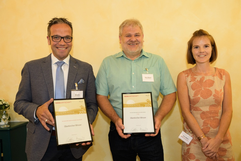 """Redakteurin Janina Wilsch, Fachzeitschrift """"Weinwirtschaft"""", mit Markus Ell (l.) und Martin Bäuerle"""