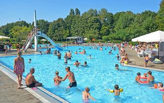 Das Freibad Auenheim hat bis Ende September geöffnet.