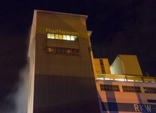 Ein Maschinenbrand im Raiffeisen-Kraftfutterwerk in der Nacht von Donnerstag auf Freitag forderte die Kehler Feuerwehr.