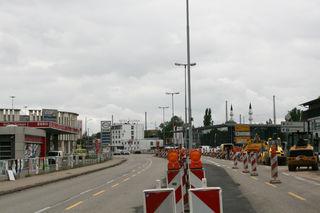 Das Baufeld für die Weiterführung der Tram bis ans Kehler Rathaus verschiebt sich auf der B28 an die Läger-Kreuzung