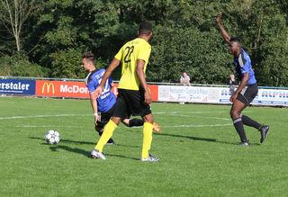 Der SC Lahr (blaues Trikot) hatte im Heimspiel gegen Mörsch alles im Griff und siegte klar.