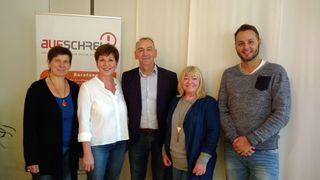 Von links: Susanne Gebele (Dipl. Soz. Pädagogin), Brigitte Ehret (Büroleitung), Norbert Großklaus (Wahlkreiskandidat von DEN GRÜNEN), Carola Geppert-Tesch (1. Vorsitzende) und Maximilian Ebel (Sozialpädagoge B.A.)