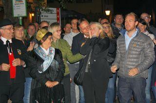 Überglücklich war Mühlenbachs neue Bürgermeisterin Helga Wössner (zweite v. r.) nach Bekanntgabe des Wahlergebnisses.