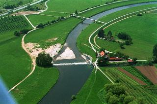 In Vorleistung und zur Sicherstellung der Stromnachfrage setzt das E-Werk seine Wasserkraftwerke an der Kinzig ein – hier am großen Deich in Offenburg.
