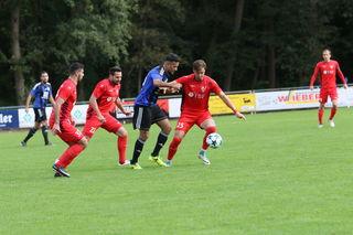 Der SC Lahr (blaues Trikot) siegte verdient im Spitzenspiel.
