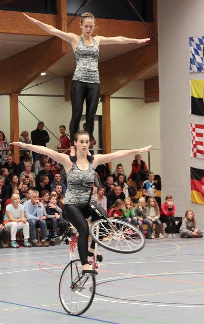 Das Gutacher Duo mit Chancen aufs WM-Ticket: Caroline Wurth im Schulterstand bei Sophie-Marie Nattmann.