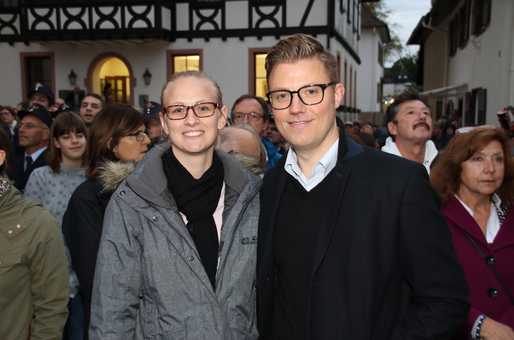 Souverän siegte Gregor Bühler im ersten Wahlgang und wird der neue Bürgermeister von Sasbach – hier mit seiner Ehefrau Tanja.