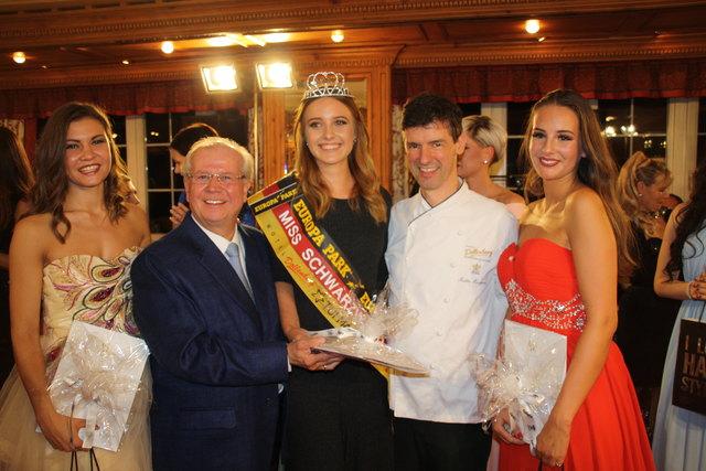 Siegerfoto mit den Gastgebern: Julia Xenia Barteczko (v. l.), Meinrad Schmiederer, Laura Brucker, Martin Herrmann und Chiara Stella Narduzzi
