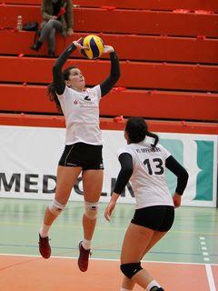 Johanna Ewald (links), Zuspielerin mit Erstligaerfahrung, ist beim zweiten Spiel des VC Offenburg in der Regionalliga dabei.