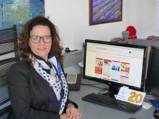 Geschäftsführerin Isabel Obleser freut sich über die neue Rubrik Stellenmarkt auf der Homepage.