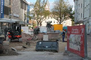 Die vier Linden am Lindenplatz sowie drei Ahorne in der Lange Straße sind auf Dauer nicht lebensfähig und müssten ersetzt werden.