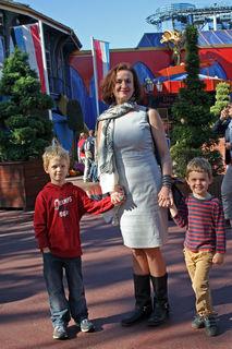 Irene Fischer mit ihren Enkeln