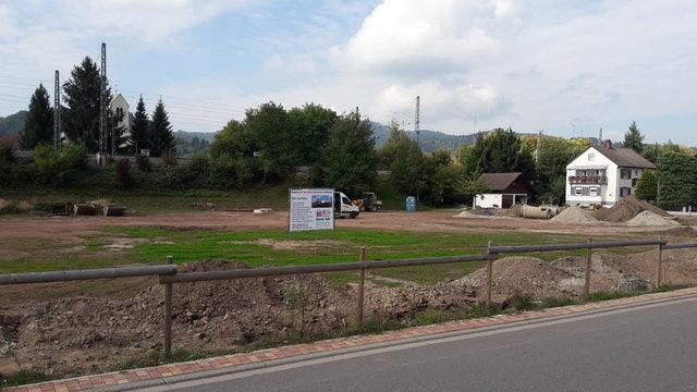 """Die Vorarbeiten auf dem """"Alten Sportplatz"""" in Biberach sind bereits in vollem Gange."""