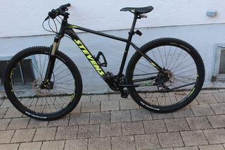 Wer kennt das abgebildete, schwarz und neongelbe Mountainbike der Marke Stevens Applebee oder dessen Eigentümer? Hinweise werden unter der Telefonnummer: 0781/21-2200 erbeten.