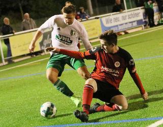 Keinen Sieger gab es im Spiel zwischen dem FV Schutterwald (weißes Trikot) und dem SV Sinzheim.