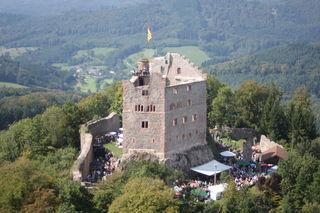 Die Erlöse des jährlichen Burgfestes dienen dem Erhalt der Hohengeroldseck.