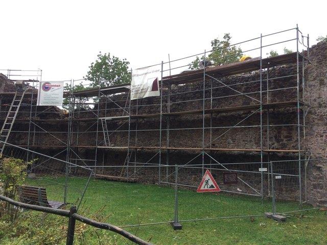 Abschnittweise wird die Ringmauer saniert.