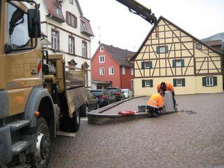 """Geschäftiges Treiben auf dem """"Hinteren Kirchplatz"""". Die Baumbepflanzungen sollen Mitte November folgen."""