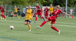 So druckvoll wie hier Jana Vojtekova (rechts) im Spiel gegen Young Boys Bern, will der SC Sand heute gegen den 1. FC Köln spielen.