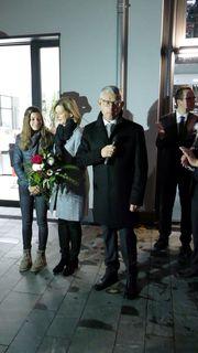 Uwe Gaiser kann sich mit seiner Frau Christine und Tochter Amelie über den Wahlsieg bei der Bürgermeisterwahl am Sonntag in Oppenau freuen.