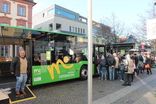 Probesitzen im neuen Stadtbus: beim Eröffungsfest am Freitag vor dem Rathaus
