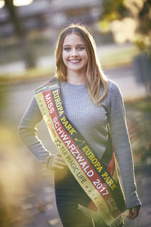 Die Polizeikommissaranwärterin Laura Brucker ist amtierende Miss Schwarzwald. Als solche nahm sie am Freitag auch an der Wahl zur Miss Baden-Württemberg teil und belegte den dritten Platz.