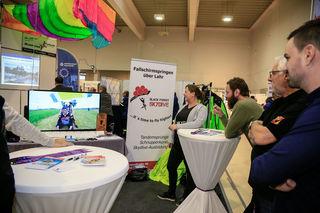 Neuer Verein präsentiert Fallschirmspringen auf dem Lahrer Flugplatz in Videos. Fotos: sdk