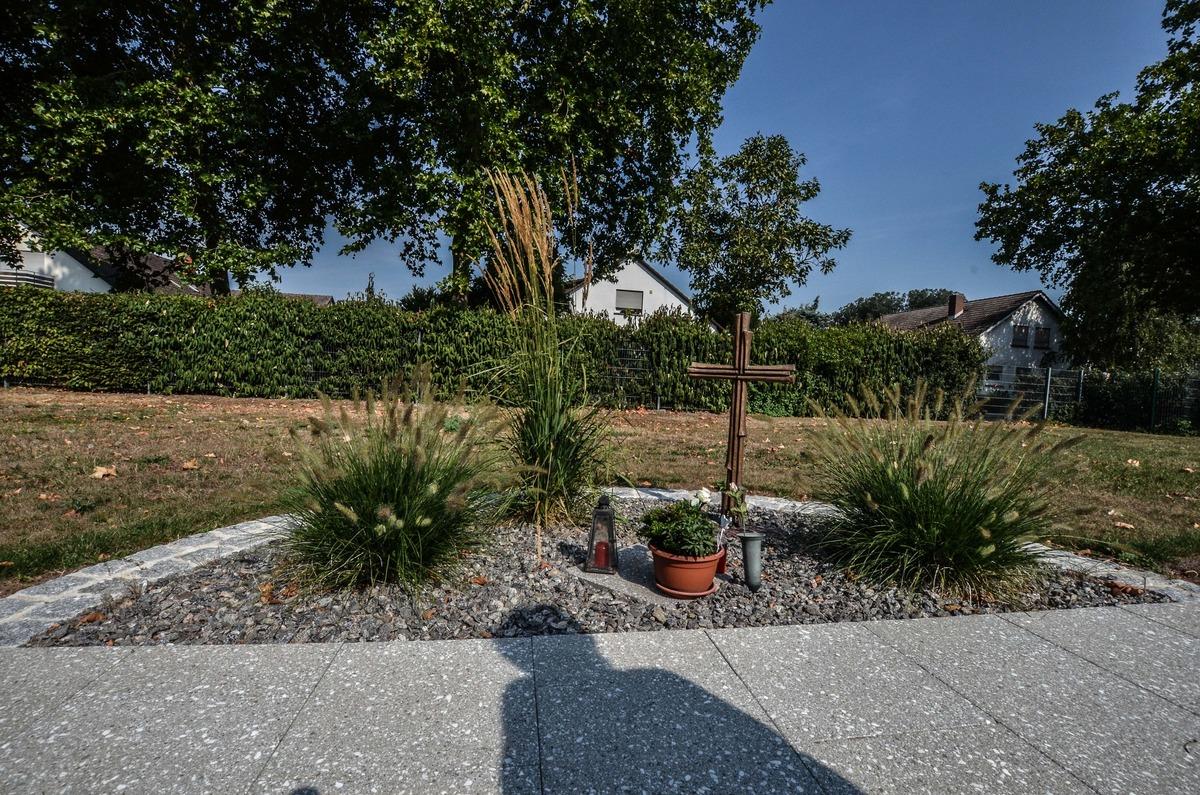 Damit Hinterbliebene nach einer anonymen Bestattung einen Platz zum Trauern haben, gibt es in Kehl eine Stätte der Erinnerung auf dem Friedhof.