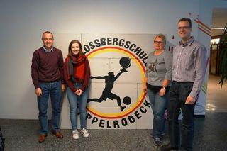 Schulleiter Wolfgang Flegel (v. l.), FSJlerin Ronja Betsch, Silke Panter (TVK) und Hauptamtsleiter Martin Reichert