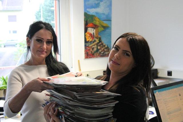 Die Beilagen und Prospekte haben im Guller Gewicht und sind gern gelesener Bestandteil der Zeitung. Katja Himmel sowie Abteilungsleiterin Nicole Armbruster ist nichts zu schwer, wenn es darum geht, Leser und Kunden zusammenzubringen.
