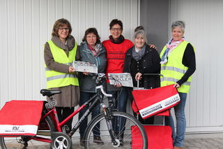 Den Guller jeden Sonntag weit über 186.000 Haushalten zuzustellen, das ist eine riesige Herausforderung für die Staz + Guller Vertriebs-GmbH. Andrea Korn (von links), Monika Huber, Ulrike Lienert, Edith Klenschewski und Leiterin Antje Dziersk stellen sich ihr und sorgen dafür, dass alles klappt.