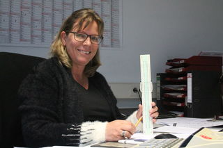 In der Finanzbuchhaltung sorgt Diane Laurijssen dafür, dass keine Rechnung offen bleibt. Die sympatische Niederländerin ist aber nicht nur die Königin der Zahlen, sondern auch der Herzen – vor allem, wenn sie am Monatsende die Gehaltsabrechnungen verteilt.