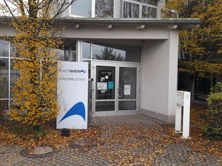 1997 wurde die Stadtbibliothek Rheinau gebaut, die 1998 eröffnet wurde.