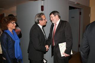 Der Straßburger Oberbürgermeister Roland Ries (links) und Günther Petry haben einiges gemeinsam auf den Weg gebracht. Ein Bild von der Verabschiedung des Kehler OB im Jahr 2014