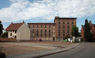 Das Mühlengebäude vor seiner Umgestaltung, das ehemalige Gasthaus Rappen war schon abgerissen.