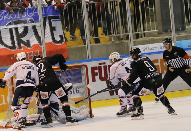 Auch Neuzugang Nico Linsenmaier (9) konnte die Niederlage in Bad Tölz nicht verhindern.