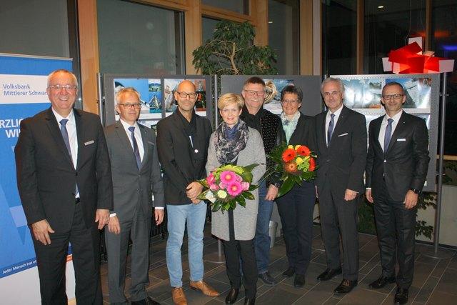v.l.: Rainer Engel (Vorstand Triberg), Martin Heinzmann (Vorstandssprecher Kinzigtal), Uwe Merz, Projektleiterin Monika Boser, Elisabeth und Jakob Wolber, Manfred Kuner (Vorstandssprecher Triberg), Oliver Broghammer (Vorstand Kinzigtal)