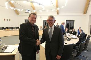 Der bisherige Kämmerer Uwe Gaiser  wurde von Bürgermeisterstellvertreter, Dr. Jörg Peter, als Bürgermeister von Oppenau vereidigt.