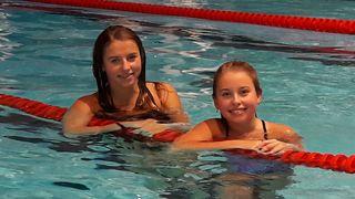 Chiara Mnich (links) und ihre Schwester Alessa Mnich holten bei den Badischen Wintermeisterschaften elf Medaillen.