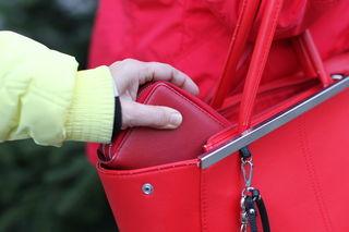 Die Enge auf den Weihnachtsmärkten nutzen Diebesgruppen gerne für ihren Griff nach den Wertsachen der Besucher.