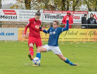 Sands Nina Burger (rechts) im Zweikampf beim Heimspiel gegen Köln