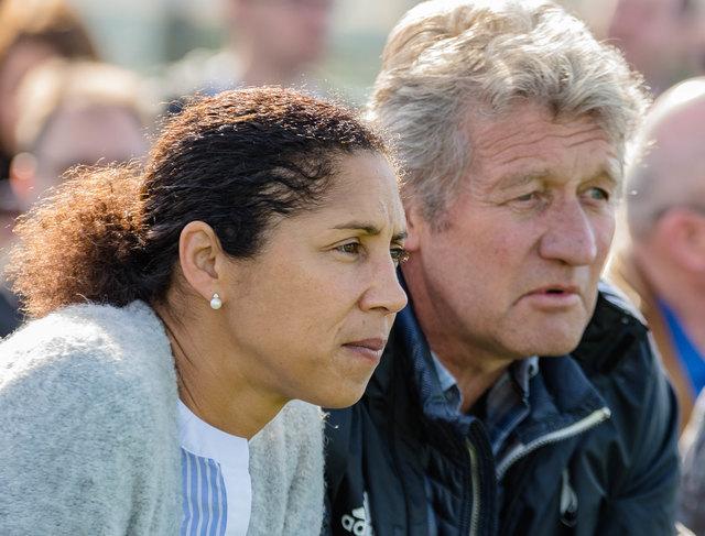 Dieter Wendling, hier mit Bundestrainerin Steffi Jones, kehrt zum SV Linx zurück.