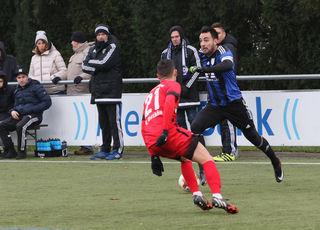 Der SC Lahr (blaues Trikot) spielte gestern Nachmittag gegen den FC Denzlingen 1:1 unentschieden.