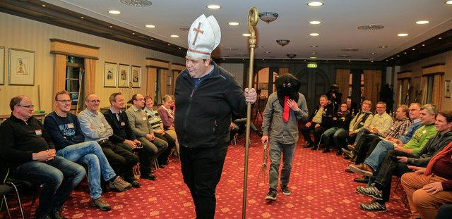 Das Erzbischöfliche Seelsorgeamt veranstaltete in Kooperation mit dem katholischen Bonifatiuswerk und der Kirche im Europa-Park einen Nikolaus-Workshop.