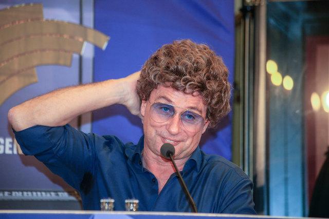 Frisurentechnisch ist er schon herausgeputzt: Comedian und Moderator Atze Schröder.