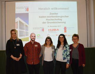 Referenten stellen am zweiten baden-württembergischen Hochschultag der Grundsicherung an der Hochschule für öffentliche Verwaltung Kehl ihre Bildungseinrichtung vor.