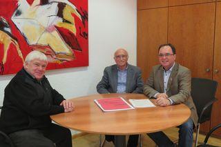 Übergabe der Gründungsakten in Kopie (von links): Josef Ringwald, Dieter Petri, Thomas Schäfer