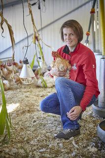 """Ihre artgerecht gehaltenen Hähnchen brachten Anne Körkel die Auszeichnung """"Landwirtin des Jahres"""" beim Ceres Award ein."""
